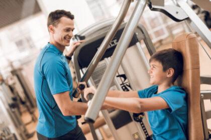 Nastolatek na siłowni - czy to na pewno dobry pomysł?