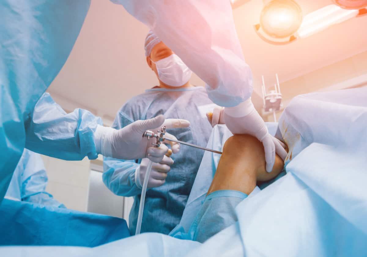 Artroskopia stawu kolanowego. Krótka historia zabiegów ortopedycznych